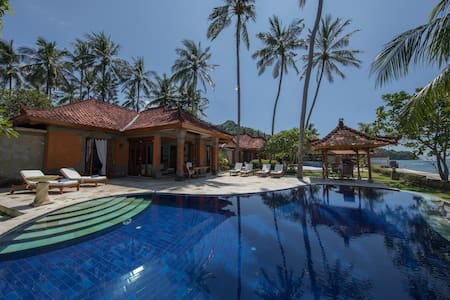 Absolute Waterfront - Villa Dewisita