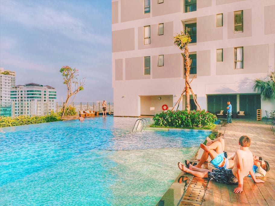 When you come to my apartment, you also enjoy the fresh blue water in the rooftop swimming pool of RiverGate Building. Located on the 7th floor, it's one of the best places your gangs or family play and swim together. You can see the spectacularly beautiful sunrise and súnet from there.
