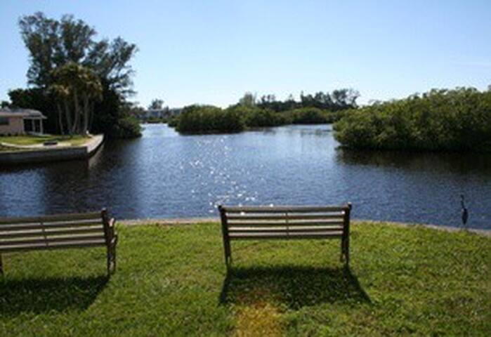3-Bed / 2-Bath on waterway - Englewood, FL