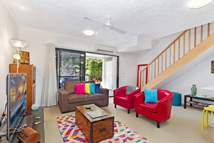 AMAZING NEW LISTING+THE STRAND+POSITION+VALUE+WIFI - North Ward - Apartment