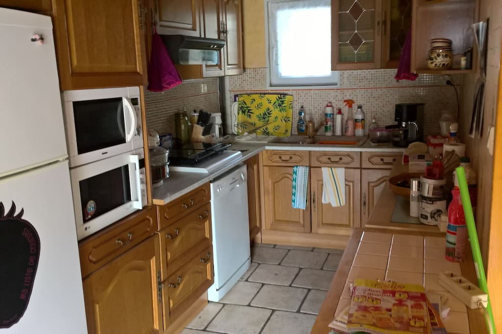 cuisine équipée plaque induct frigo/congel lave vaisselle...etc