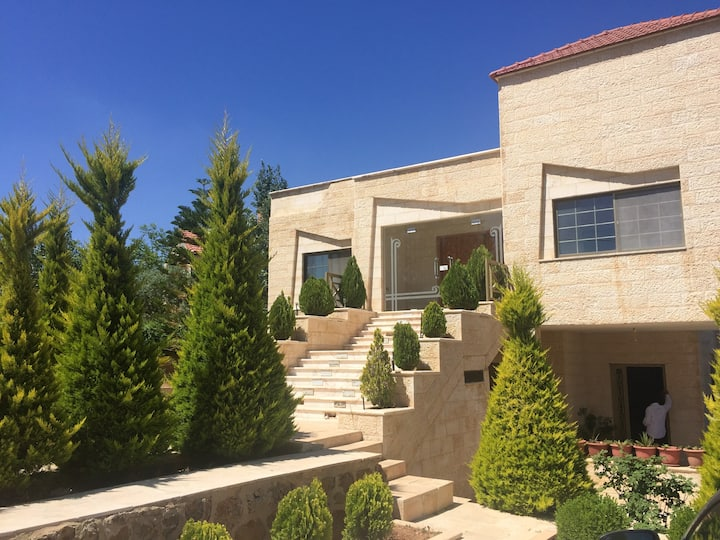 House with 4 bedrooms in Amman, with wonderful city view, balcony and WiFi