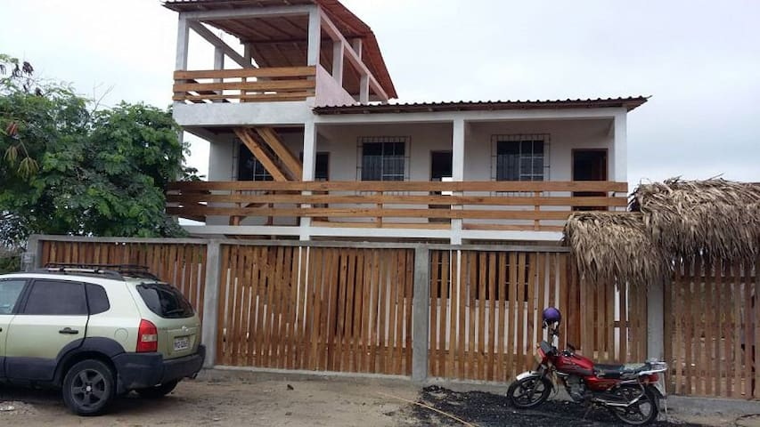 Casa completa en Puerto Cayó