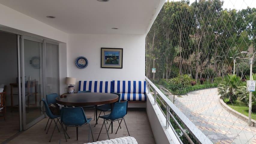 Departamento con vista al mar en Ancon - Ancón - Apartamento