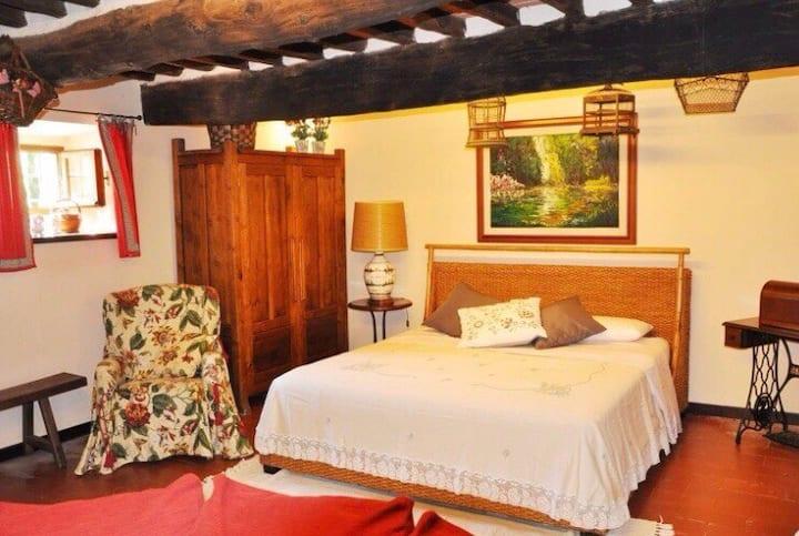 La Magnolia Fireplace Room