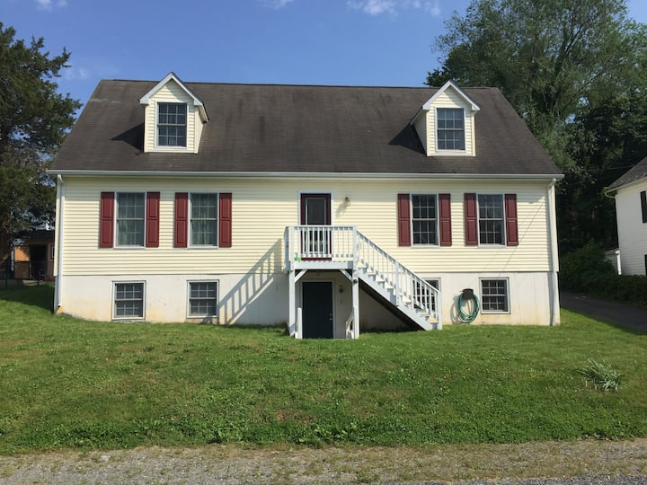 A Home Away From Home In The Heart of Berryville