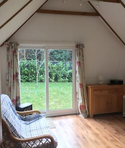 Converted barn in conservation area - Farnham - Alpehytte