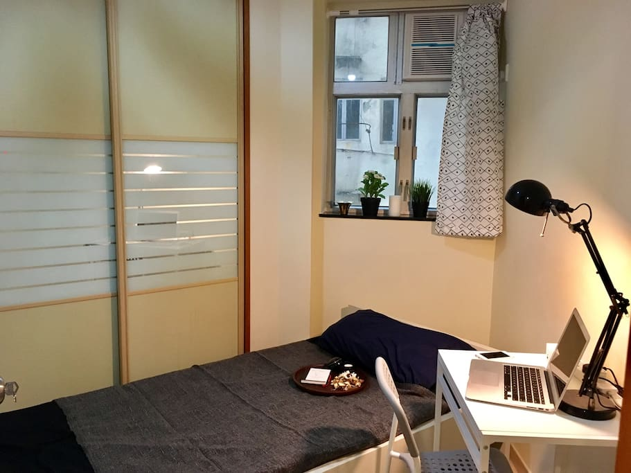 Private Bedroom (Bed 94x190cm, Closet, Desk, Chair)