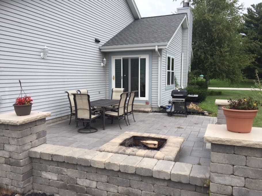 Outdoor Hardscape/Fireplace