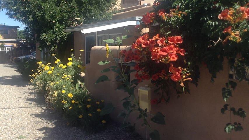 Historic Casita on Galisteo Street - Santa Fe - Casa