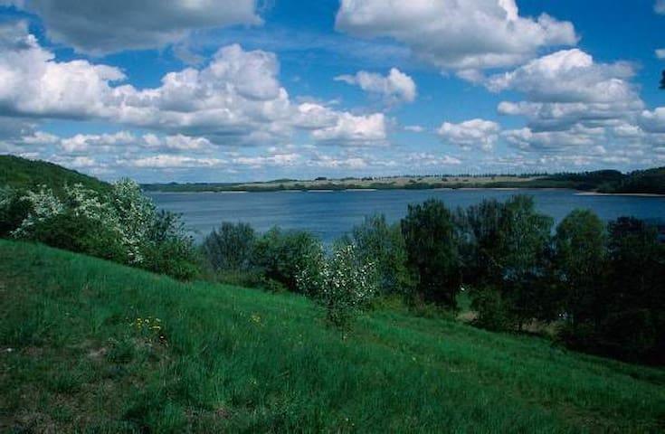 Ausspannen zwischen Himmel und Wasserblau - Feldberger Seenlandschaft - Hus