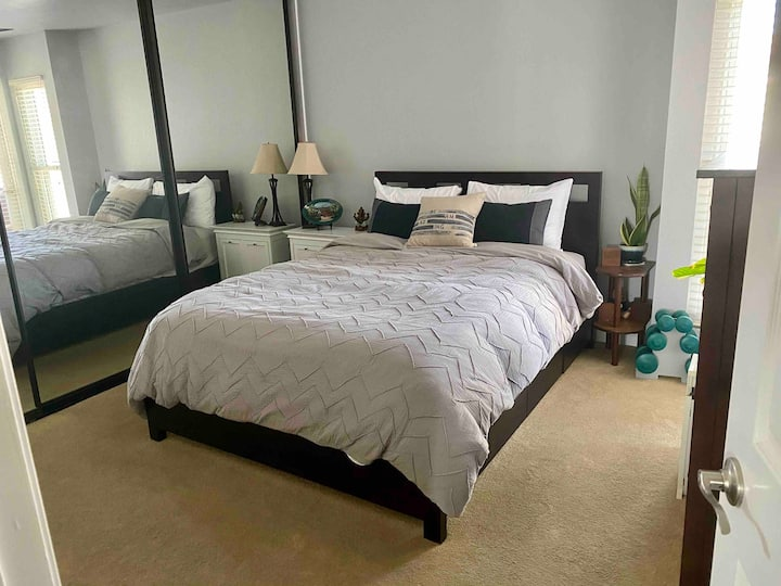 Cozy, quiet, and beautifully updated condo in UH