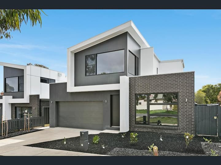 Contemporary Norfolk Townhouse Bendigo Free Wi-Fi
