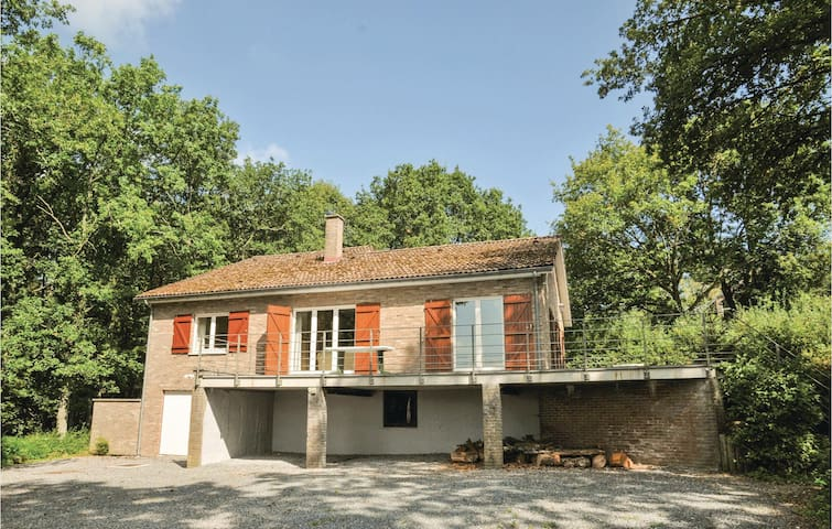 Holiday cottage with 3 bedrooms on 250 m² in La Roche-en-Ardenne