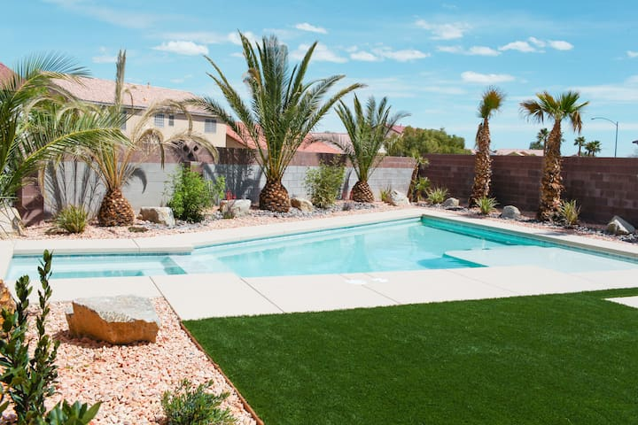 Modern 3 bedrooms+ Pool Oasis near Vegas Strip
