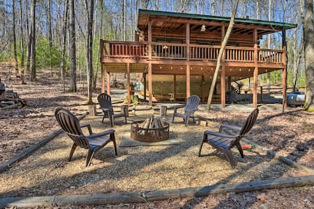 NEW! Dreamy Cherry Log Cabin w/Hot Tub + Fire Pit!