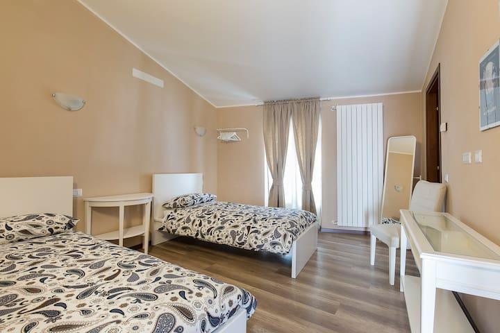 B&B Villa Mereghetti- Stanza Bianca - Corbetta - Penzion (B&B)