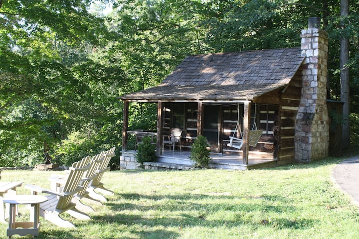 Storybook 1800's Log Cabin - Hot Springs - Cabana