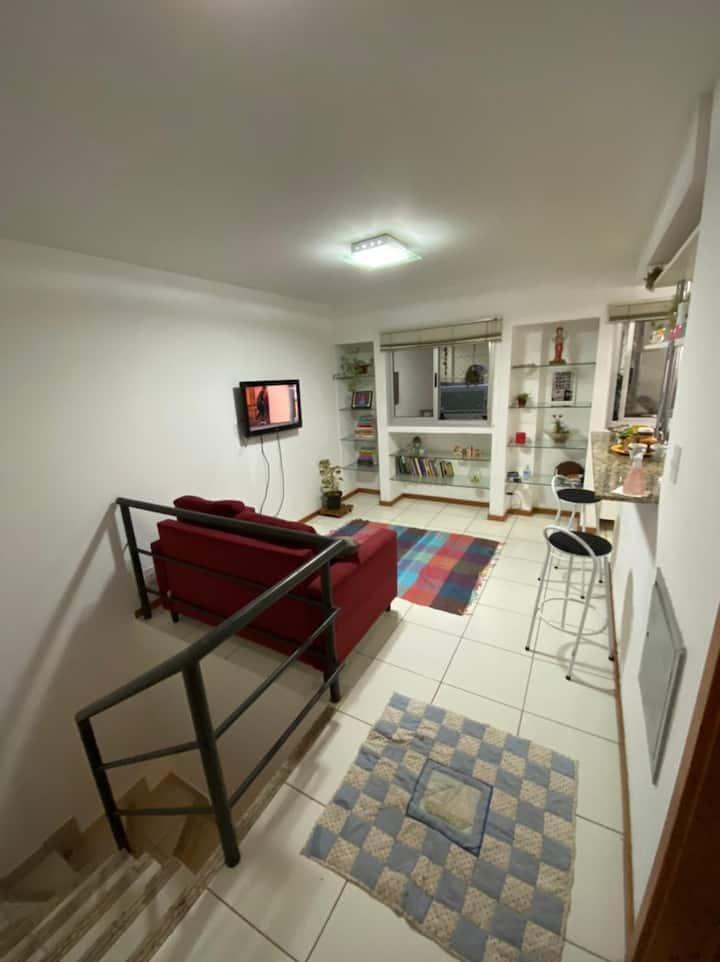 Pequeno duplex com localização privilegiada