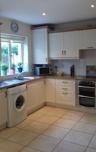Cosy Two Bedroom House - Carrigaline - Ev