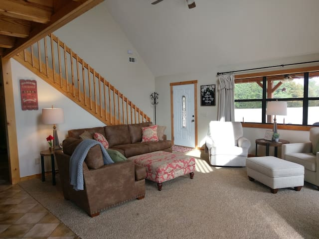 Quiet Country Chalet - NO EXTRA FEES