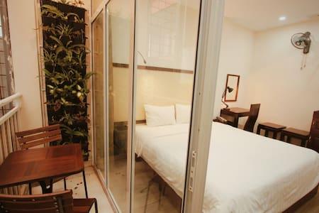 ERusta, King-size bed, Balcony, 24/7 staff, tour discounts, Train street & Night market nearby, Hanoi Old Quarter  - managed by Hostesk