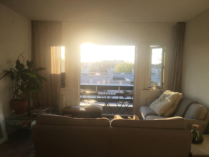 Cosy morning sun room central located beach/city