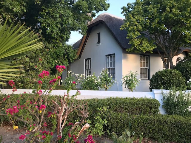 Papillon Cottage withPool, sleeps 4 - Franschhoek - House