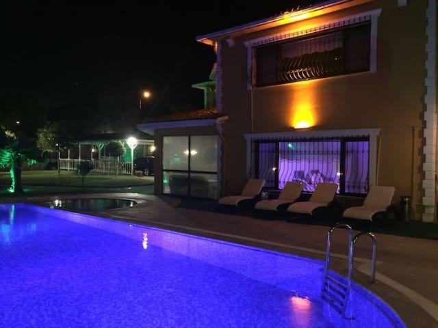 Büyükçekmece'de  Ultra Lüks Havuzlu - büyükçekmece - Casa de campo