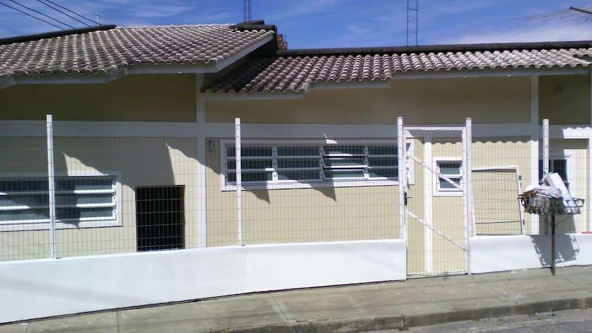 Apt 1 dorm terreo individual/ Casa a 50 mts mar, baln. de Sao Miguel a 2 km de cachoeiras e restaurantes tradicionais de frutos do mar.