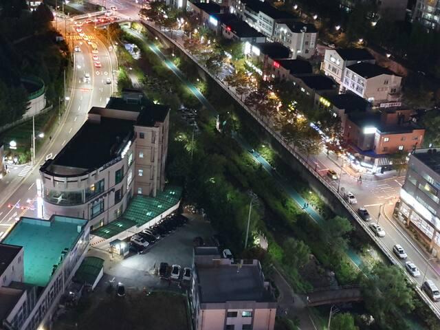S2성복역(신분당선)1번출구1min/롯데몰건물/강남역25분/넓은주차장/무료주차/넓은객실
