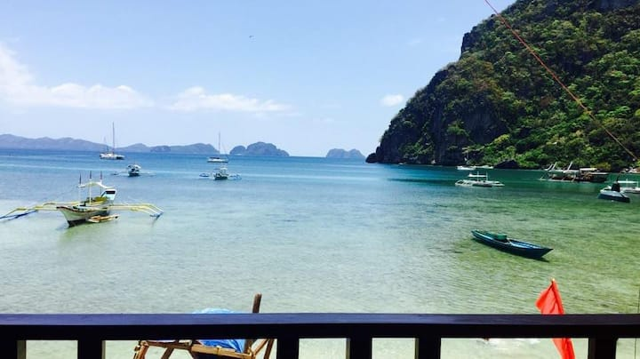 El Nido Beach front Guesthouse (Beach front room)