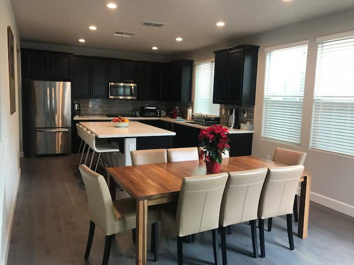 Charming and comfortable 3BR/3BA home in Davis,CA
