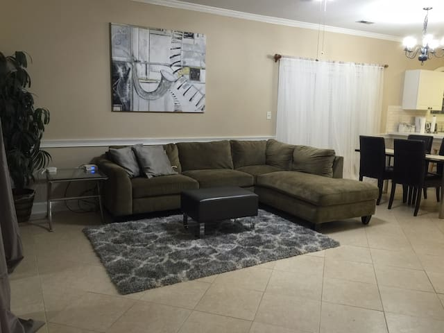 Spacious condo at UNCC area