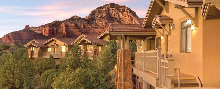 3 Nights in Beautiful Sedona! 1 bed Deluxe condo