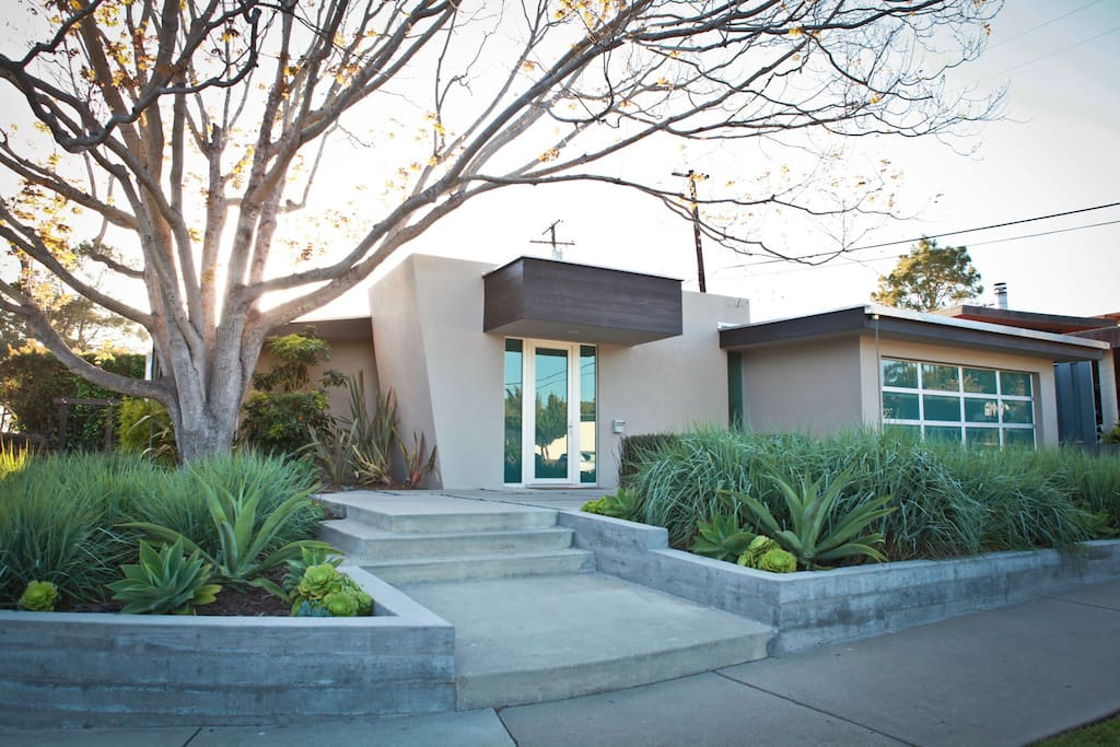 Beautiful modern home steps from beach houses for rent for Beach house rental santa barbara