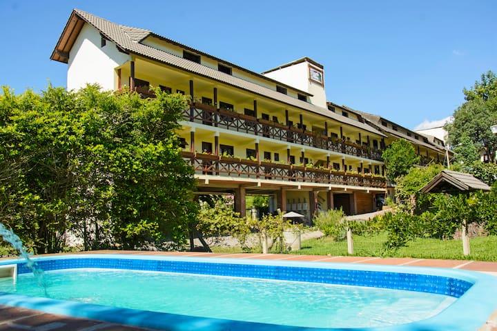 Quarto Econômico c/ ar Hotel Pousada dos Plátanos