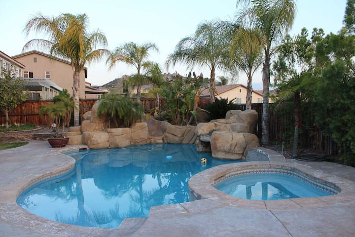 Quiet Room in resort style home - Menifee