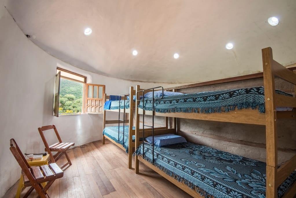 >>> um quarto compartilhado com muito conforto e limpeza >>>