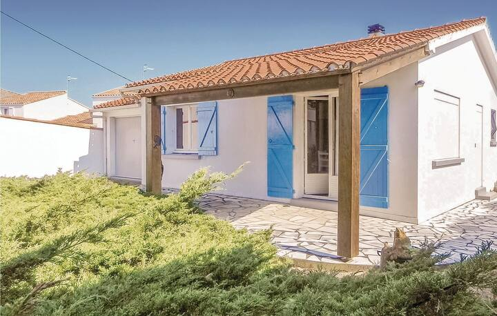 Nice home in La Tranche-sur-Mer with 2 Bedrooms