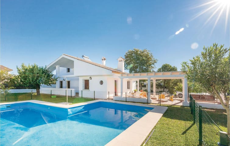 Holiday cottage with 7 bedrooms on 210m² in Arcos de la Frontera