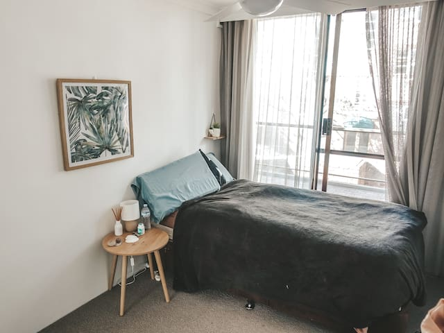 Private room in a 3BR apartment -access to balcony