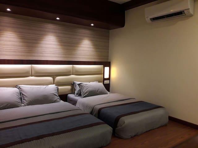 De Benz Inn Med Triple Bed with Bathroom (E209)