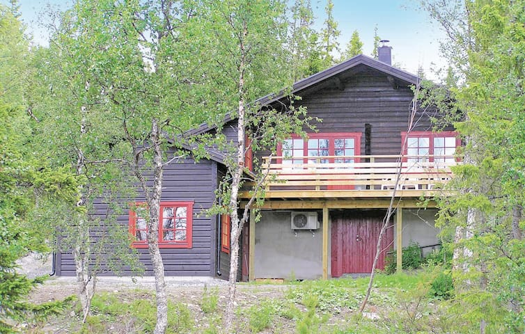 Holiday cottage with 5 bedrooms on 120 m² in Undersåker