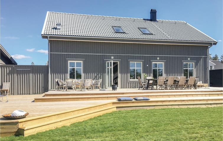 Holiday cottage with 4 bedrooms on 175m² in Tranås