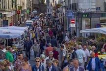 Le marché :samedi et mercredi