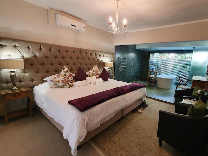 Luxury King Room 2
