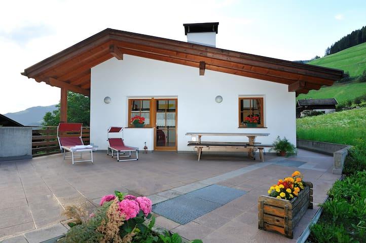 Komfortables Ferienhaus, ruhig gelegen - Lüsen - House