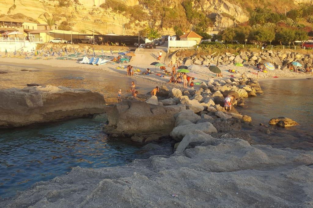 Una delle 10 spiagge più belle di Italia a 490 metri dal B&B.