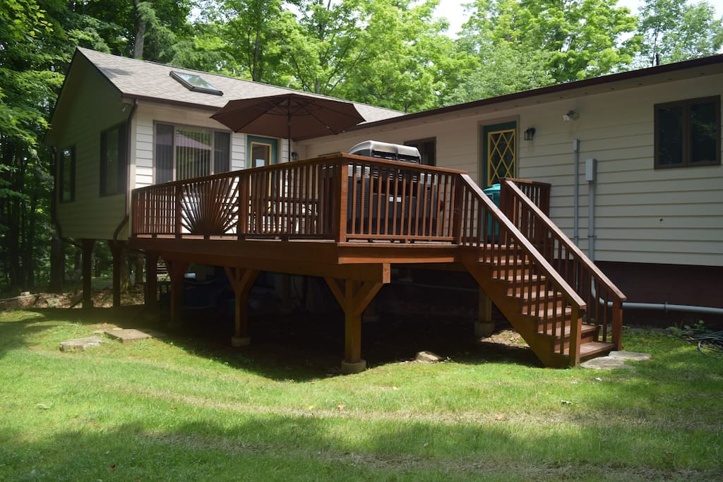 Rear Deck w/Barbeque